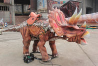 Realistis Animatronic Red Triceratops Dinosaur Ride For Amusement Park