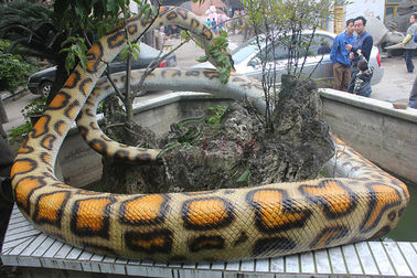 Remote Control Manusia Hidup Animatronic Snake Boa Constrictor 110 / 220V AC Didukung
